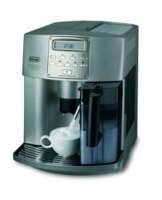 Kaffeevollautomat mit Milchbehälter
