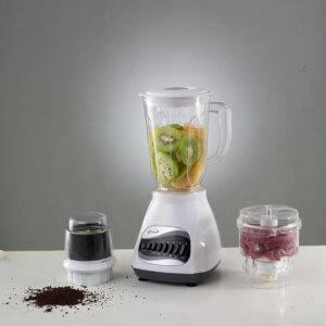 Kaffeebohnen in der Küchenmaschine mahlen