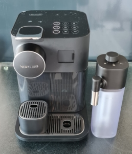 Kaffeekapselmaschine mit Milchtank